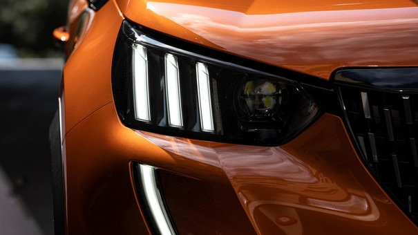ALL-NEW PEUGEOT 2008 SUV: Full LED triple claw headlights