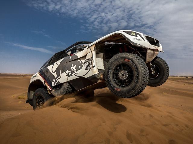 Peugeot 3008 DKR on sand dune