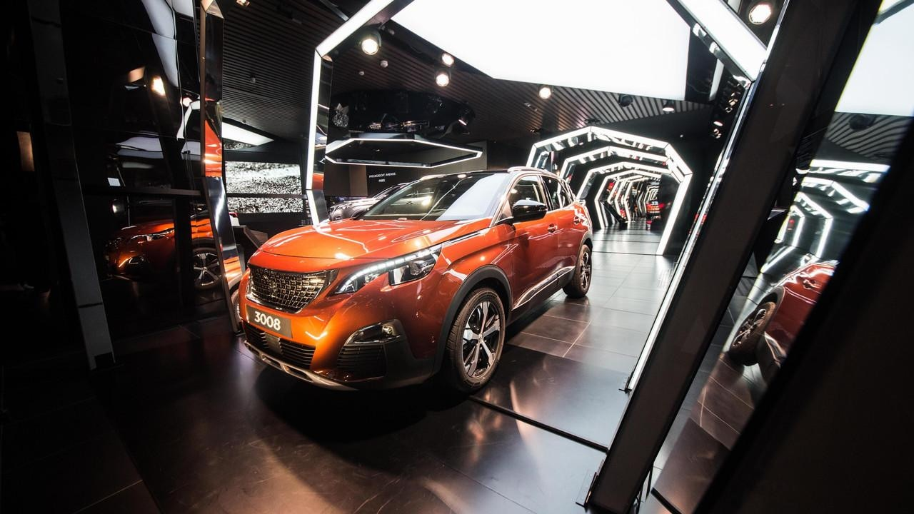 Peugeot 3008 SUV display