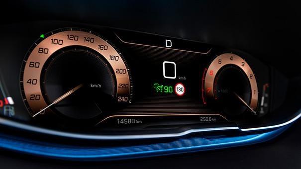 3008 SUV GT Line Premium driving