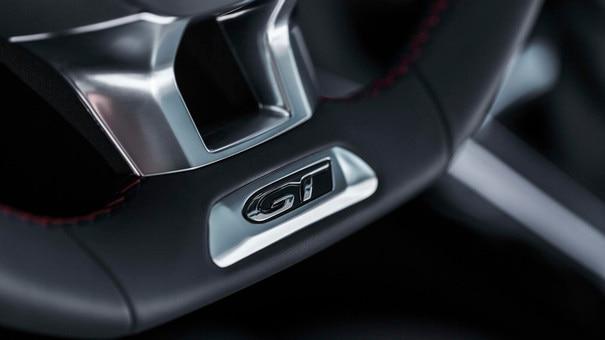 308 5-door 2017 GT branding on the steering wheel