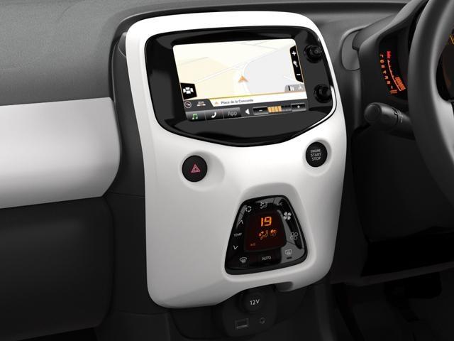 Peugeot 108 Roland Garros touch screen