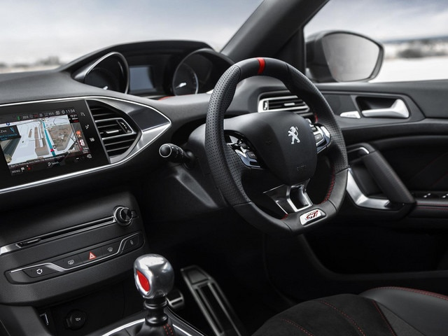 Peugeot 308 GTi by PS interior i-cockpit