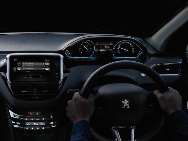 Peugeot 2008 SUV i-cockpit