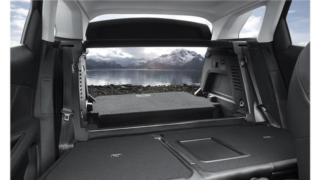 Peugeot 3008 SUV modular interior