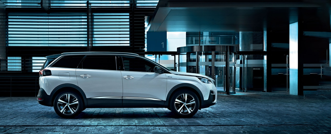 Peugeot 5008 SUV GT Line white side view