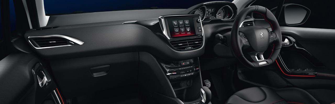 208 GT Line dashboard interior