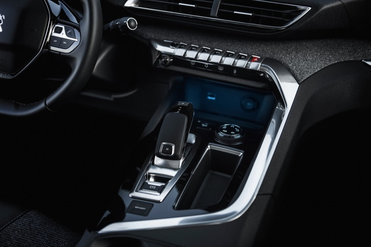 New suv peugeot 5008 photos and videos of the 7 seater for Interieur 308 allure