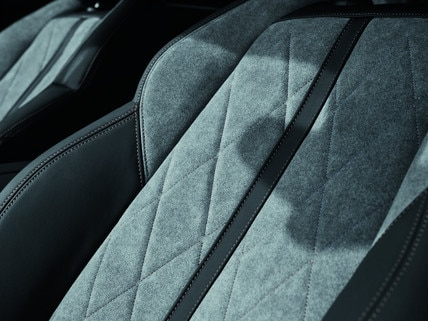 PEUGEOT SUV 3008 HYBRID4 -  vehicle seat