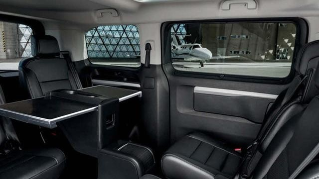 Peugeot Traveller Business interior