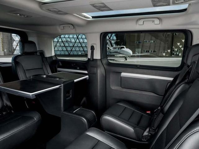 Peugeot Traveller Business interior