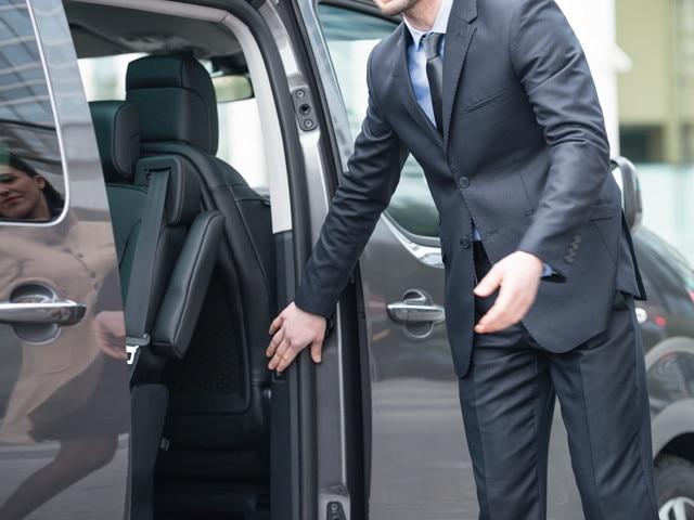 Peugeot Traveller Business sliding doors