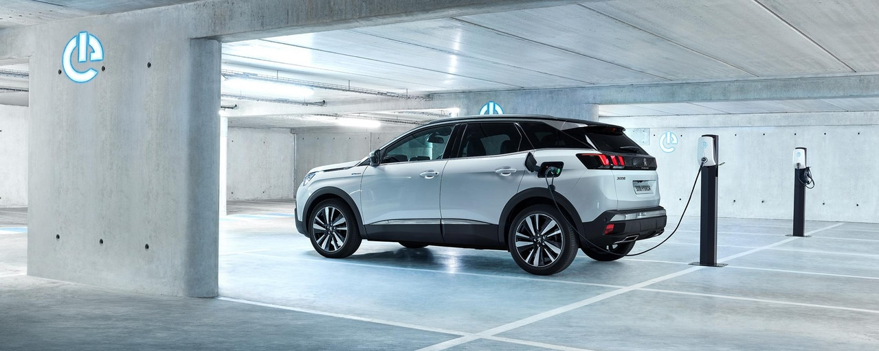 PEUGEOT 3008 GT HYBRID4: HYBRID4 engine is only available in GT version