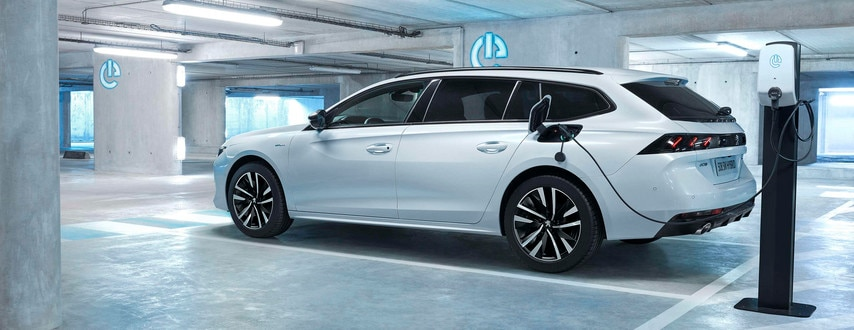 All-new PEUGEOT 508SW HYBRID - left side car