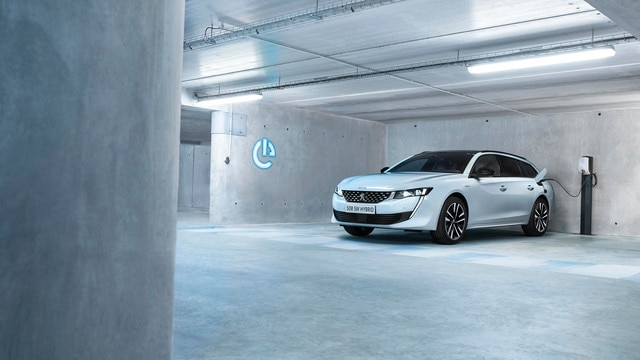 New PEUGEOT 508 SW HYBRID, the high-end estate with its plug-in hybrid engine