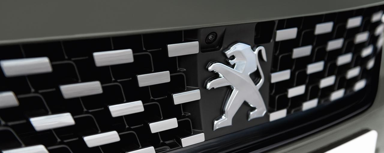 Peugeot 508 SW First Edition front grille