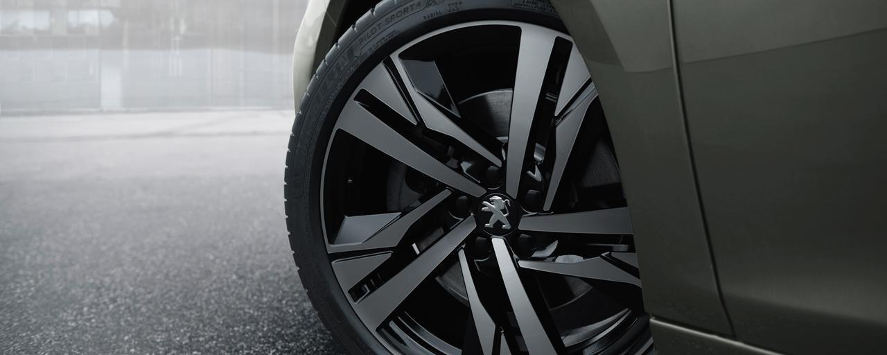 Peugeot 508 SW First Edition alloy wheels