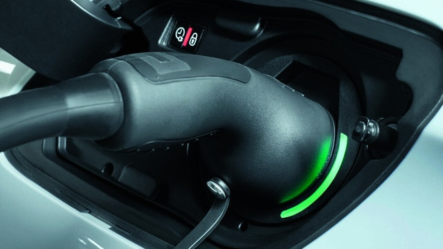 All-new PEUGEOT 508SW HYBRID - charging flap