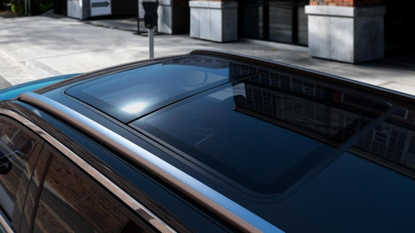 New PEUGEOT 5008SUV: panoramic sunroof