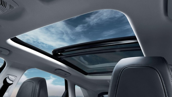 PEUGEOT 3008 HYBRID4 SUV: panoramic roof