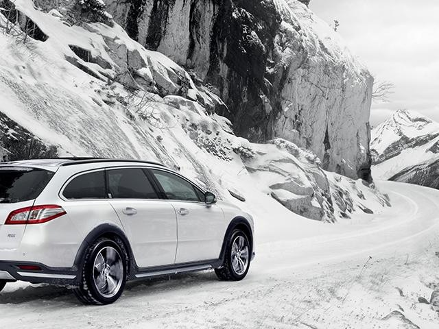 Peugeot 508 in snow