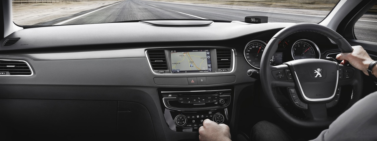 Peugeot 508 Saloon dashboard and touchscreen