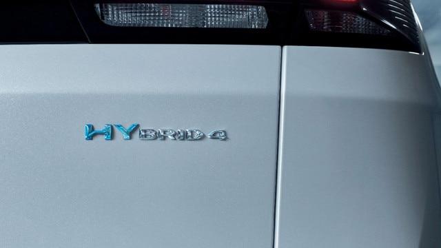 PEUGEOT 3008 SUV HYBRID4: Hybrid badge