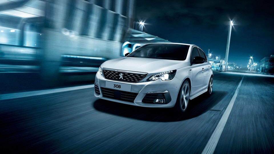Peugeot 308 front view