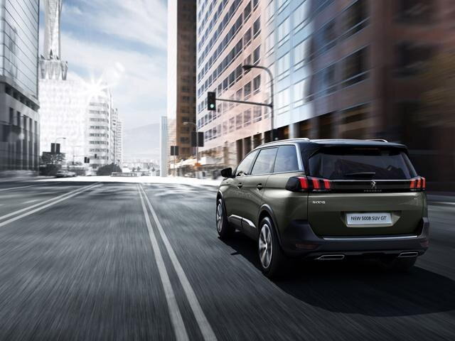 Peugeot 5008 SUV GT rear view