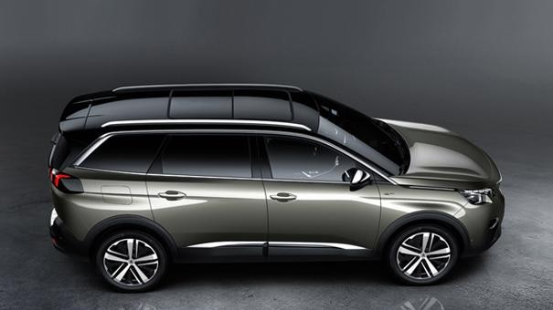 Peugeot 5008 SUV GT side view