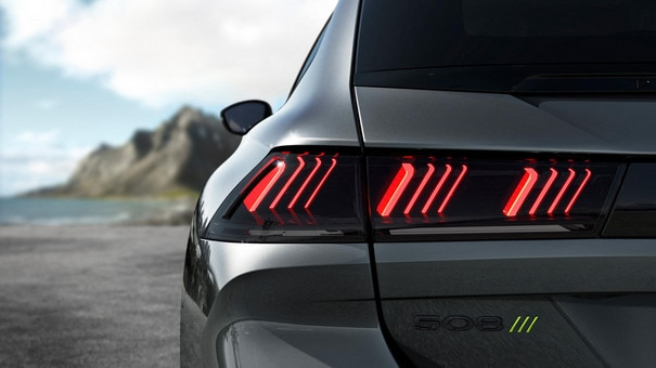New PEUGEOT SPORT ENGINEERED 508: PEUGEOT triple-claw 3D Full LED rear lights