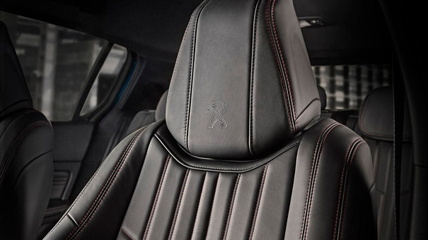 PEUGEOT 308: wrap-around seats with topstitching