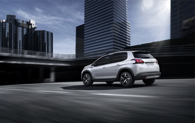 Peugeot 2008 SUV Gt Line driving