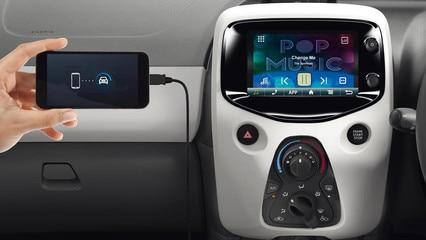 Peugeot 108 3 door touchcreen