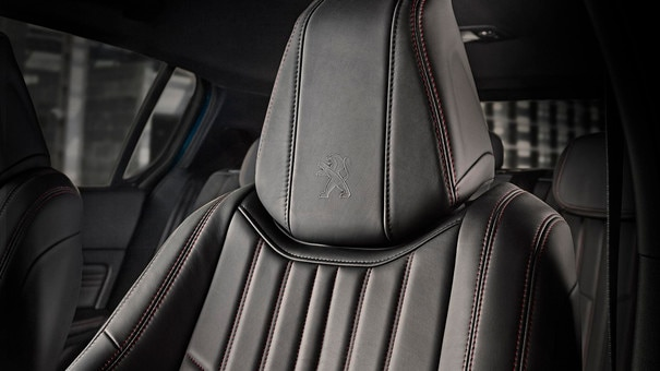 PEUGEOT 308 SW: wrap-around seats with topstitching