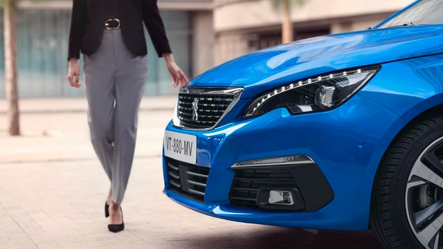 PEUGEOT 308 SW: full LED front headlights
