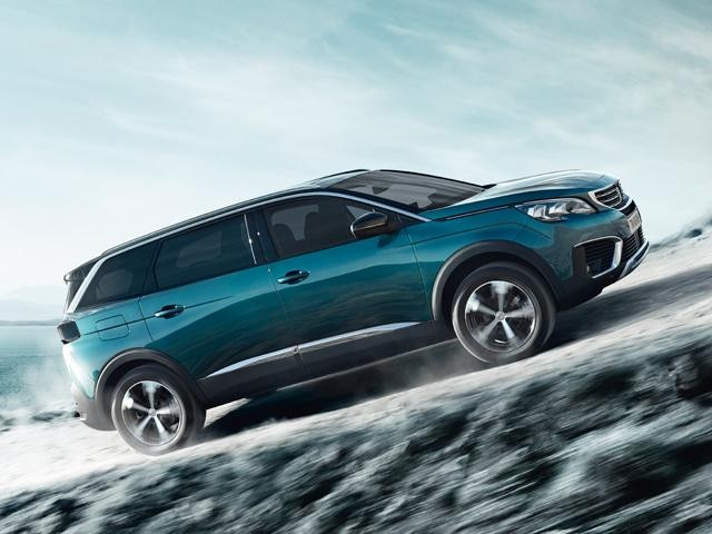 Peugeot 5008 SUV on incline