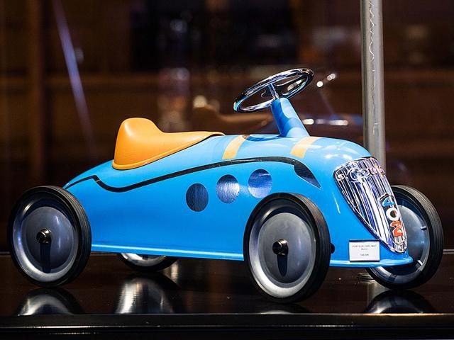Peugeot ride-on car