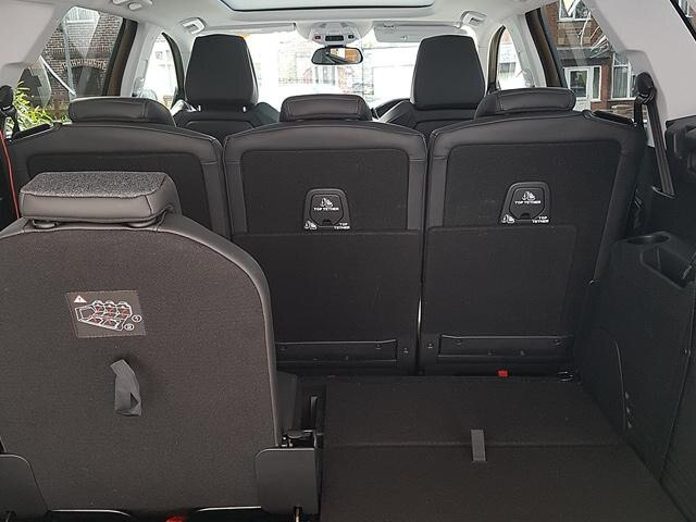 Peugeot 5008 SUV flexible interior space