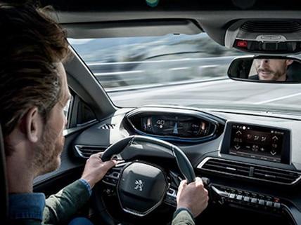 man-driving-peugeot-telemaintenance