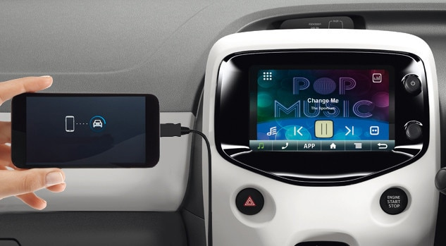 Peugeot 108 Collection colour touchscreen