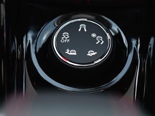 Peugeot 2008 SUV Allure Premium Grip Control Dial