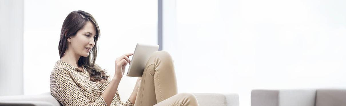 Woman on sofa using Order Online by Peugeot