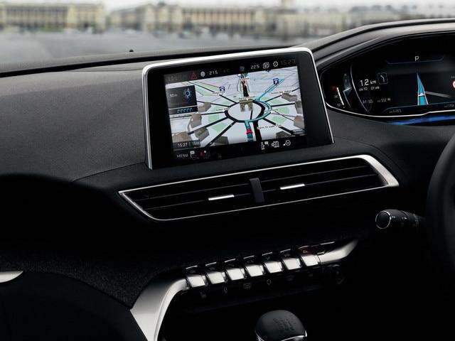 Peugeot 5008 SUV sat nav