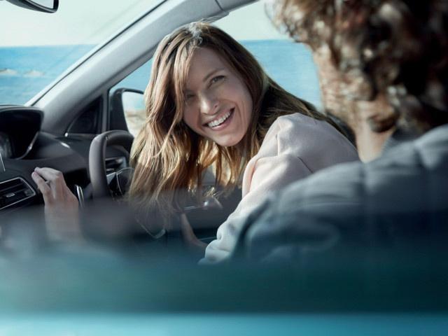 Friends in Peugeot 5008 SUV