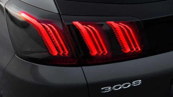 New PEUGEOT 3008 SUV - New 3-claw rear lights