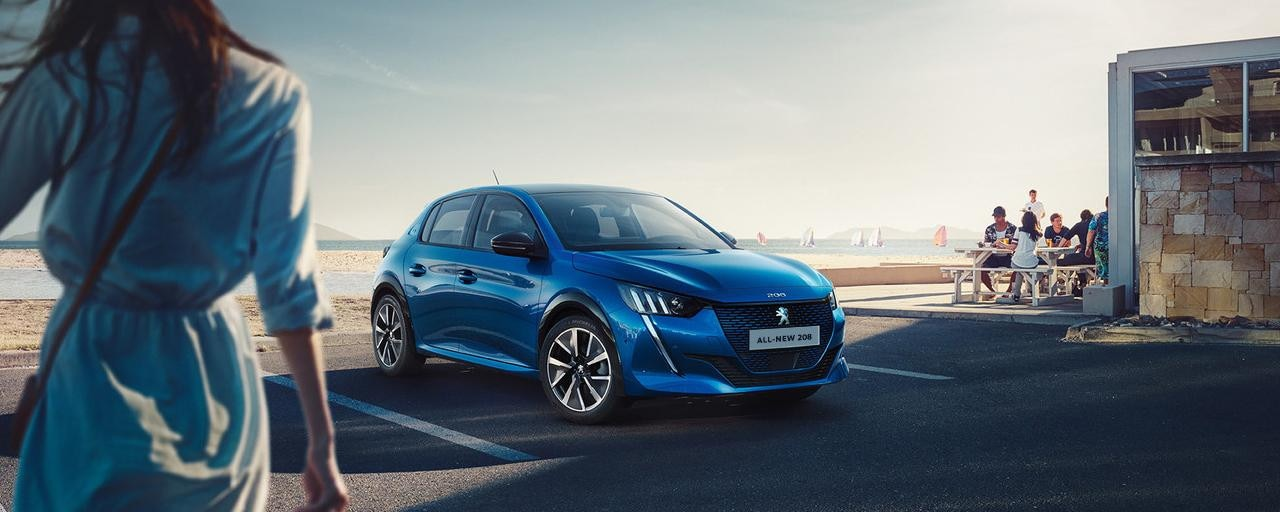 ALL-NEW PEUGEOT e-208  – Low shape with expressive front grille