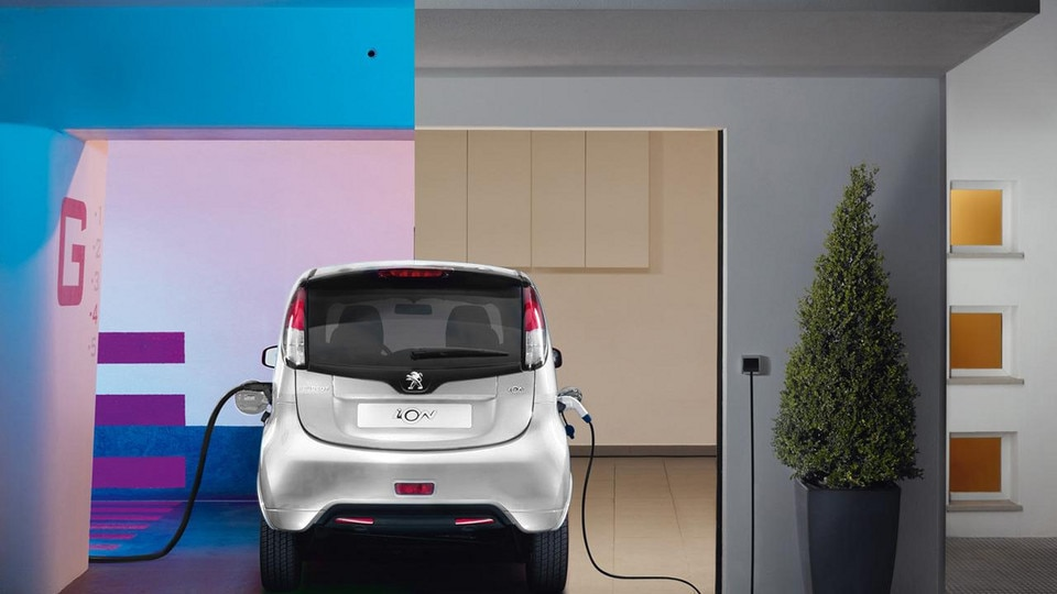 Peugeot iOn charging