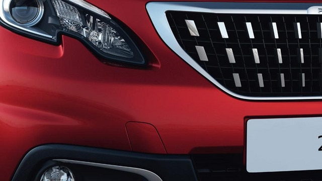 Peugeot 2008 SUV front grille