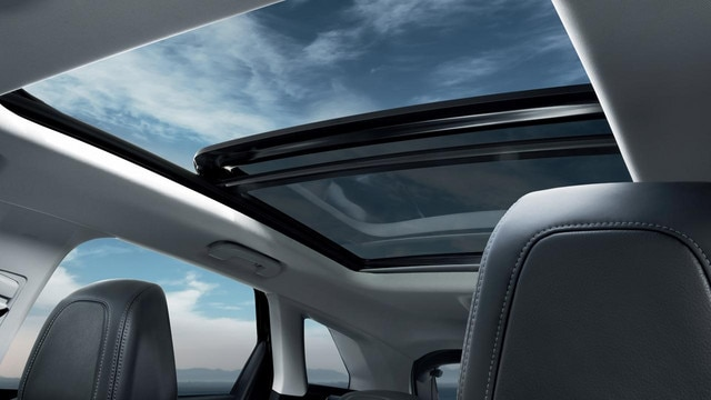 Peugeot 3008 SUV panoramic roof